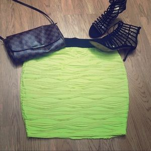 Neon yellow stretchy mini skirt : forever21 1X